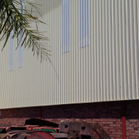 LARGE 900SQM WAREHOUSE PLUS 400SQM WORKSHOP/OFFICES/VERY VISIBLE!
