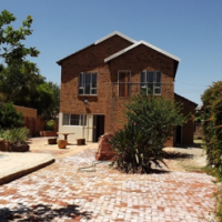 Double volume 3 Bedroom house & pool in Queenswood For Sale