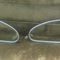 Beetle back window  rite and left for R600