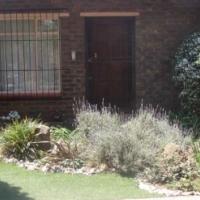 Executive Home-Landscaped Garden-Pool-Flat.  Sunward Park