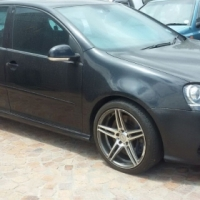 VW Golf 5 2008 R32 V6 2008 Black Lic Full House with Mag wheels 146 056km  with music system