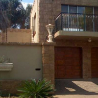 Spacious Open Plan plus all the extra's!  Sunward Park