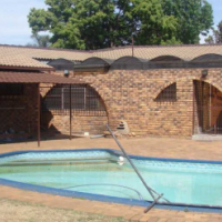 Full Security Klinker with Jacuzzi and Pool.  Sunward Park