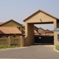 To Let Fully Furnished, Self Catering 2 Bedroom Duplex in Equestria, Pretori