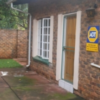 Garden flat to let in Clubview