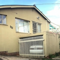 Spacious 4.5 bedroom 2 bathroom Family home to let in Mountain View