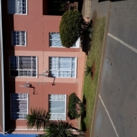 Renovated 2 Bedroom Simplex for Sale in LIndhaven, Roodepoort
