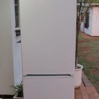 KIC Double door fridge/freezer 344L Like new
