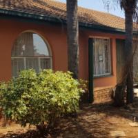 STUNNING HOUSE IN MONTANA GARDENS - 3 BEDROOM 2 BATHROOM 2 GARAGES