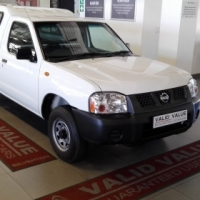 Nissan NP300 2.0 LWB with Canopy, 2015, White,106000km