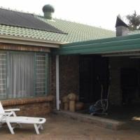 STUNNING HOUSE IN MAGALIESKRUIN - 3 BEDROOM 2 BATHROOM 2 GARAGES