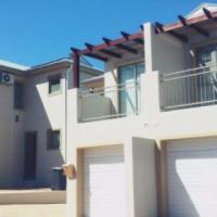 3 Bedroom Townhouse to share in Schoongezicht Villa's