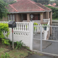 Beautiful facebrick 5 bedroom house with 2 kitchens and double garage in Tongaat.