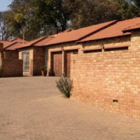 Secure: Modern  3 bed Executive Cluster To Rent in Ferndale, Randburg