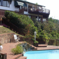 FISH EAGLES ON THE RIVER BANKS, LOERIES IN THE GARDEN, RIVER AND SEA VIEWS 1 KM PADDLE TO THE BEACH