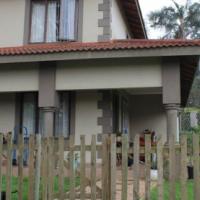 Spacious Upmarket 2 Bedroom Unit Gillitts R8500