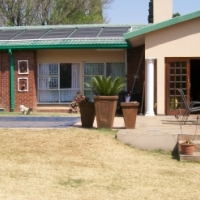 4 Bedroom house with swimming pool & Big stand