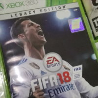 XBox 360 500GB + FIFA 18 + 2 wireless controllers + speed wheel + 2 dj hero decks + 27 GAMES