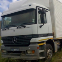 12t REFRIGERATION TRUCK / 6t CRANE TRUCK FOR HIRE (INCL DRIVER)