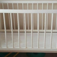 White cot with 2 levels, includes mattress