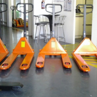 NEW DURABLE AND ROBUST 2.5 TON PALLET TRUCK (JACK)
