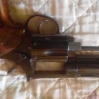 Llama revolver
