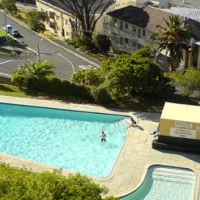 1Bedroom Flat with sweeping Mountain Views in Vredehoek from APRIL