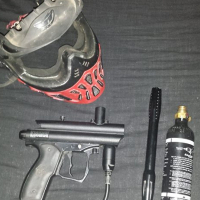 Spider victor paintball gun met custom barrel en mooi helmet met n 9oz bottle