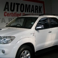 Treat yourself to this 2011 TOYOTA FORTUNER 3.0D-4D Raised Body 4X4
