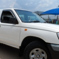 2005 Nissan Hardbody 2.7 Diesel Double Cab with Canopy in excellent condition Call Geraldene 0790164