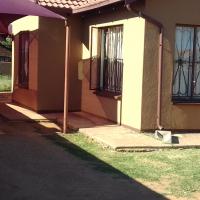 3 Bedroom House in Huge Yard in Karenpark – R 750 000