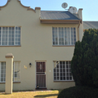 Secure and central 3 bedroom townhouse in Helderkruin