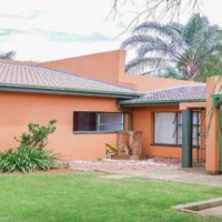3 bed family home to rent in Glen Marais