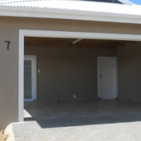 Brand new luxury townhouse in Cambridge West. Ideal lock up and go.  Only 1 unit left! R8,750 p.m
