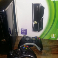 X-box 360 and kinect sensor for sale for sale  South Africa