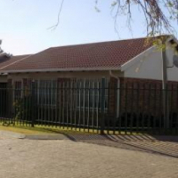 Neat Town House close to schools and shops  R 5,800.00