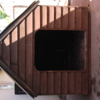 Large wooden kennel R150