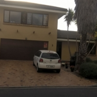 This 3 bedroom, double story spacious home are not to be missed! Stellenridge.