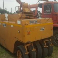 We are selling this Gallion tar roller