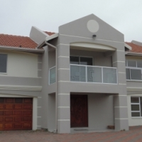 2 x Lovely 3 bedroom houses to rent  26a / 26b Roy Campbell street Secunda