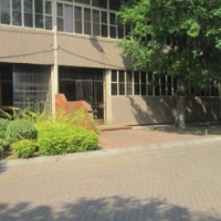 Mini- Moot Street, Hermanstad Special Rental Reduction