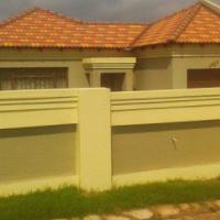 2 BedroomTuscan House to Rent in Reyno Ridge Springbok Park, Witbank