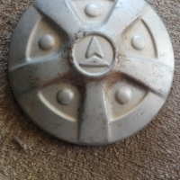 Toyota Hi Lux, old model: hub cap