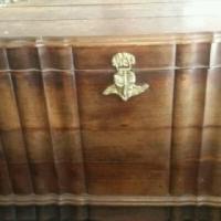 Embuia trousseau chest. 100 % original and complete. Needs minor tlc