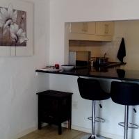 Secure Upmarket Modern 1 Bedroom Apartment in Blairgowrie