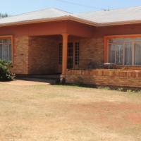 Spacious 3 Bed house in Discovery with a cottage