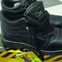 Safety boots @ R190