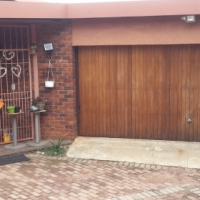 Constantia Kloof 3bed house 10k