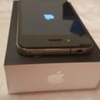 Apple iphone 4 black and silwer excellent condition box and all accessories very neat