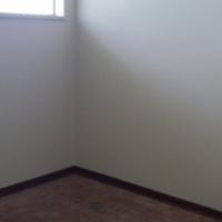 Parktown 2bed, bath, kitchen, lounge, rental R5000
